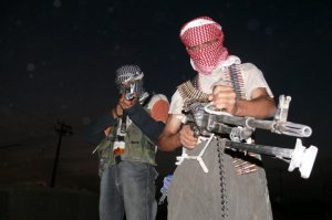 Iraqi_insurgents_with_guns-722x481