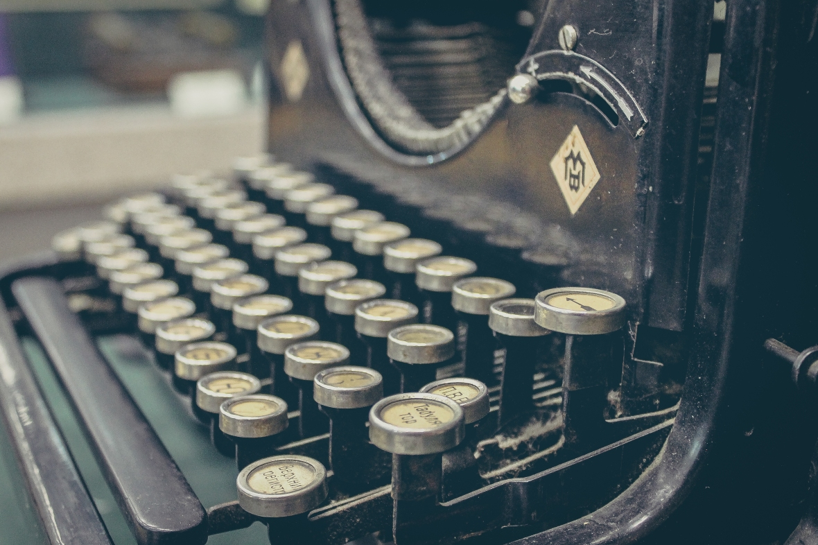 CorrieHulse_Writer_mainpage_typewriter